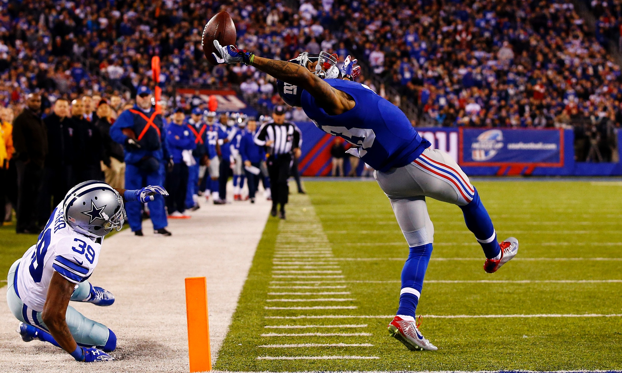 EAST RUTHERFORD, NJ - NOVEMBER 23: Odell Beckham #13 of the New York Giants scores a touchdown in the second quarter against the Dallas Cowboys at MetLife Stadium on November 23, 2014 in East Rutherford, New Jersey. (Photo by Al Bello/Getty Images)